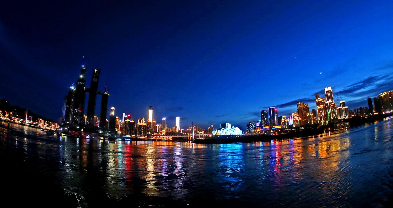 night-viewing-in-chongqing-by-nanbinlu-road